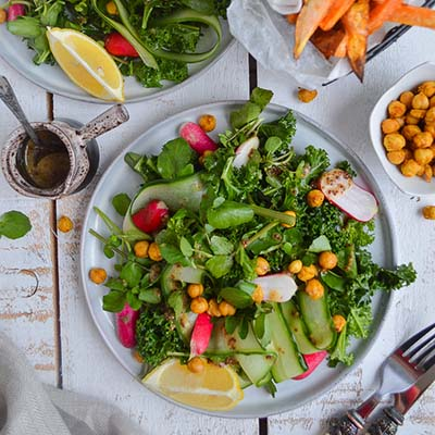 GREEN KALE SALAD WITH SPICY ROASTED CHICKPEAS (GLUTEN FREE, VEGAN)