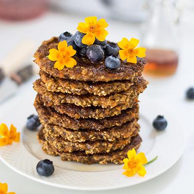 HEALTHY CARROT CAKE PANCAKES (VEGAN, GF)