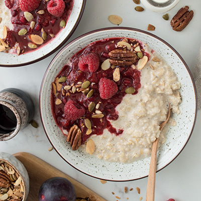 QUICK & EASY OVERNIGHT OATS WITH PLUM & RASPBERRY COMPOTE (VEGAN, GF)