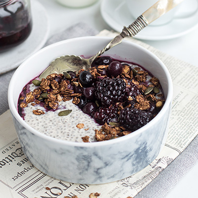 THE ULTIMATE CHIA PUDDING BREAKFAST BOMB