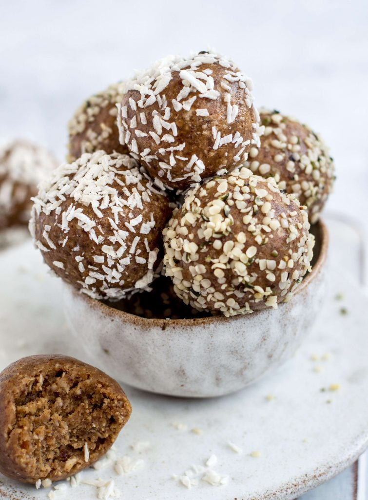 4 ingredient healthy snack balls